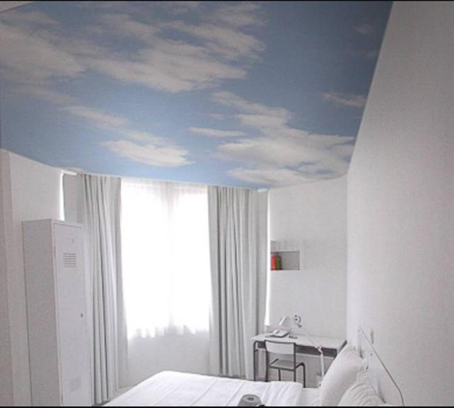 Натяжные потолки для спальни 14 кв.м. с фотопечатью